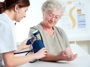 """Bệnh cao huyết áp ở người già - Coi thường là """" chết"""""""