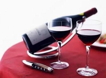 Lợi ích không ngờ cho trái tim từ rượu vang đỏ