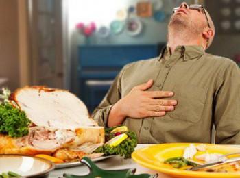 Người mắc bệnh mạch vành ăn quá no dễ bị nhồi máu cơ tim