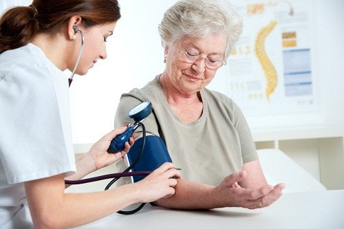 Bệnh cao huyết áp ở người già tuyệt đối không được coi thường