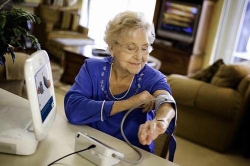 Mỗi gia đình nên có một máy đo huyết áp tại nhà