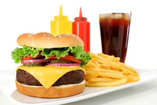 Không muốn mắc bệnh mạch vành, hãy hạn chế đồ ăn nhanh